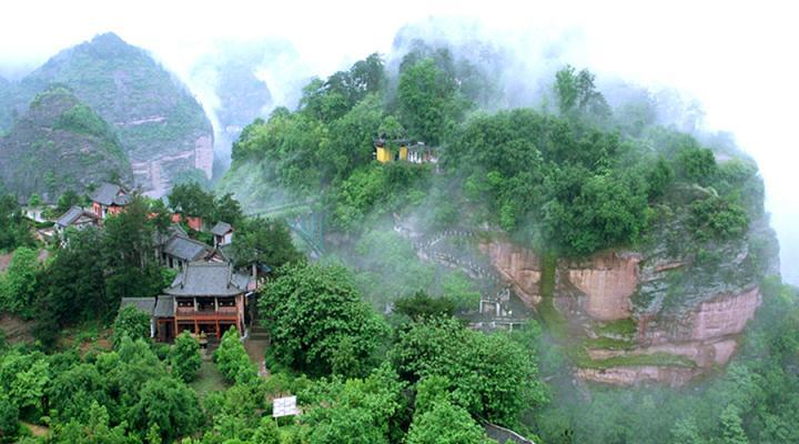 有城市绿肺的金胜山森林公园;更有国家重点风景名胜区方岩,其独具魅力